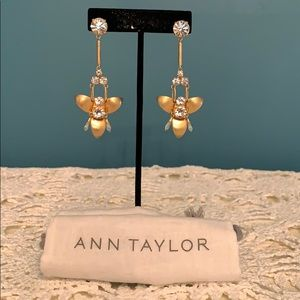 ANN TAYLOR dangle earrings w dust bag.